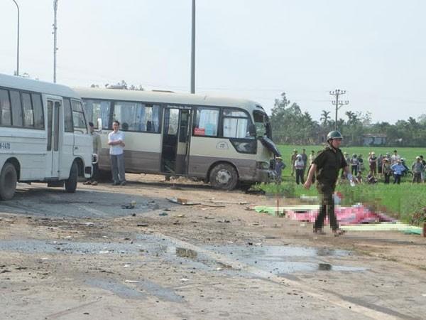 Hiện trường vụ TNGT trên QL 32 khiến 25 người thương vong liên quan đến lái xe tải không có bằng lái theo quy định
