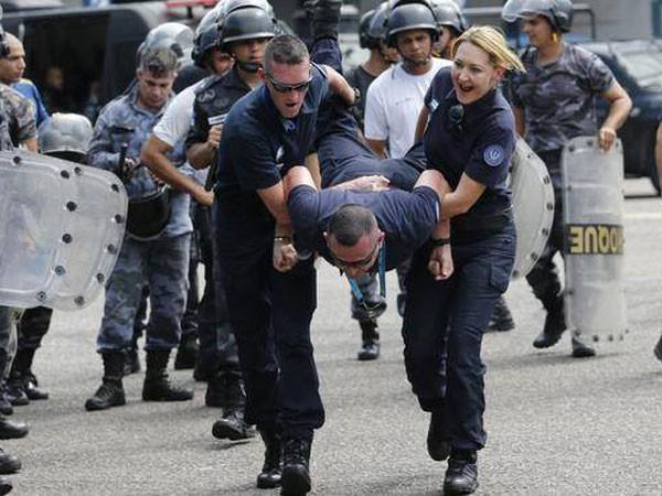 Cảnh sát chống bạo động Brazil đang luyện tập chuẩn bị cho Olympic 2016