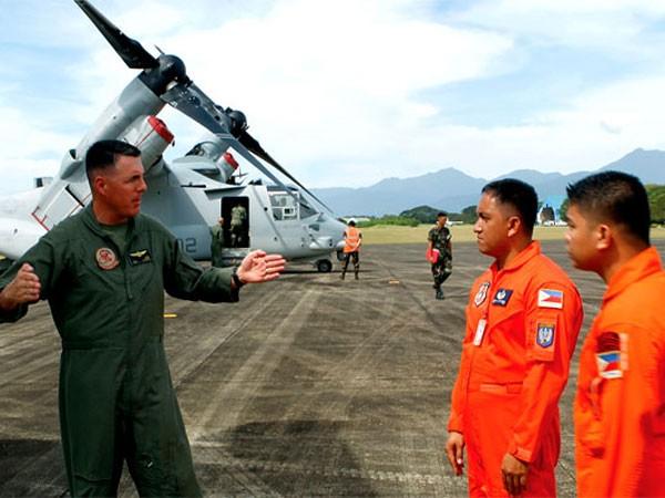 Không quân Mỹ và Philippines hợp tác huấn luyện về máy bay V-22 Osprey tại căn cứ Antonio Bautista