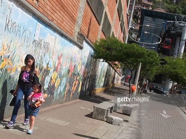 Bé gái 10-15 tuổi ở Medellin thường là mục tiêu của bọn tội phạm buôn người