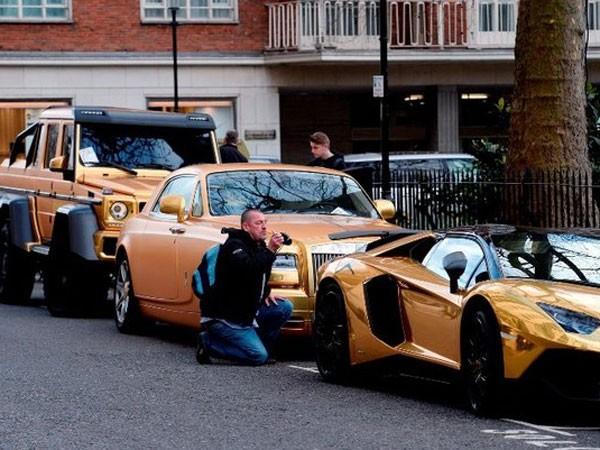 Dàn siêu xe mạ vàng gây xôn xao London ảnh 1