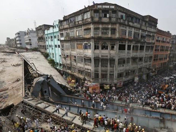 Ấn Độ bắt giữ 5 quan chức xây dựng sau vụ sập cầu ảnh 1