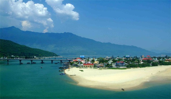 Du lịch Hà Nội chia sẻ khó khăn với miền Trung ảnh 1