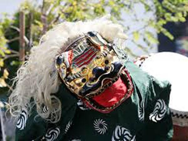 Xem múa sư tử truyền thống Nhật Bản