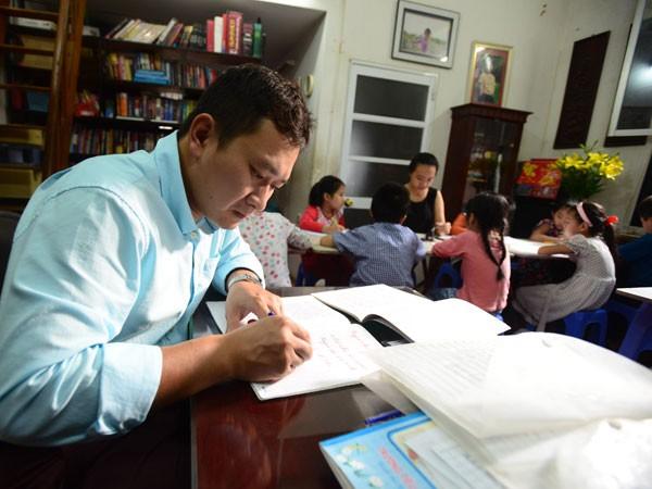 Người thầy 15 năm luyện nét chữ, rèn nết người