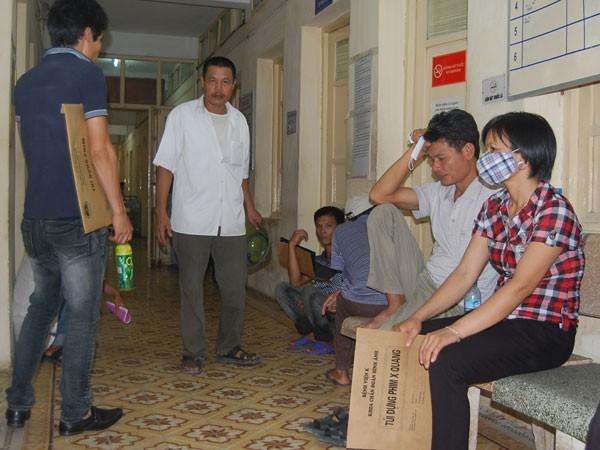 Bệnh nhân, người nhà bệnh nhân đến điều trị tại Bệnh viện K Trung ương