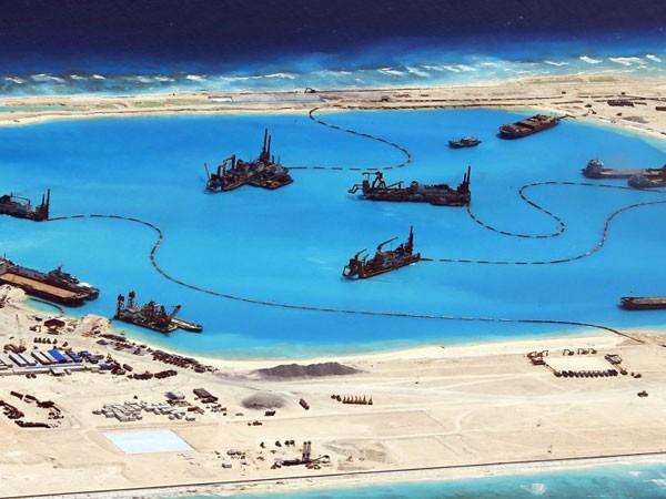 Hoạt động nạo vét và bồi đắp quy mô lớn của Trung Quốc tại quần đảo Trường Sa của Việt Nam đã hủy diệt hệ sinh thái biển
