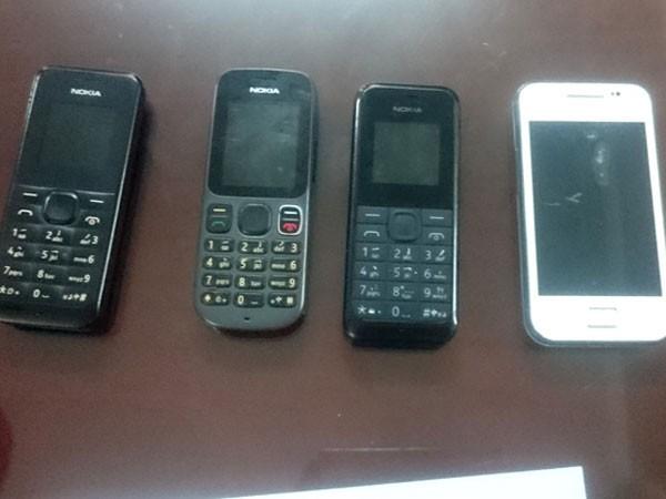 Những chiếc điện thoại tang vật