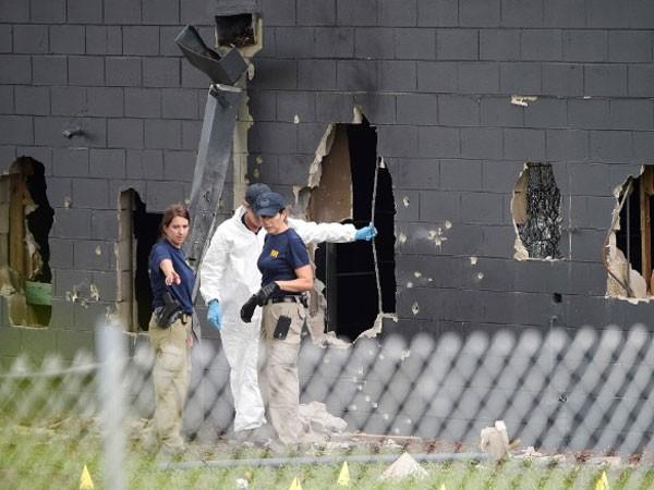 Cảnh sát điều tra hiện trường vụ xả súng tại hộp đêm ở Orlando