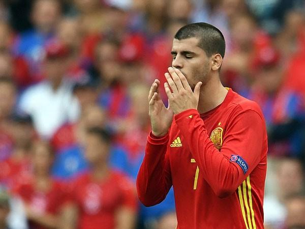 Morata chưa cho thấy anh có thể gánh vác hàng công Tây Ban Nha