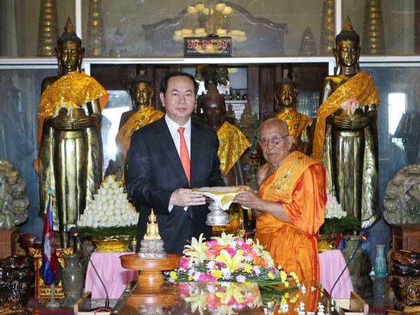 Chủ tịch nước Trần Đại Quang đến thăm Đại Tăng Thống Tep Vong