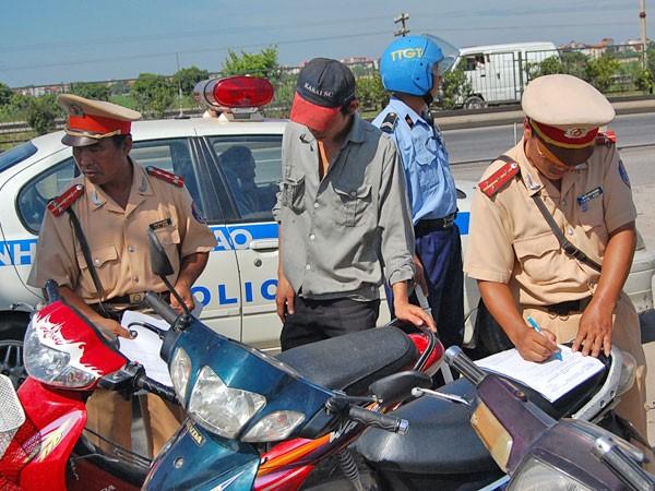 Phạt nặng có nâng được ý thức người tham gia giao thông? ảnh 1