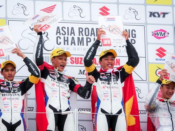 """Tay đua """"phủi"""" về nhất trên đường đua châu Á"""