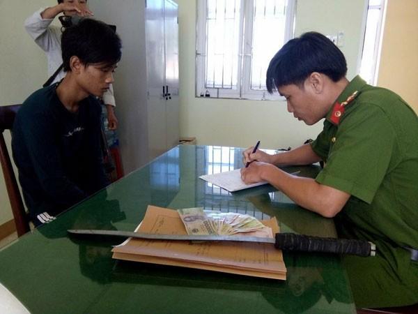 Quảng Ngãi: Bắt giữ 2 tên cướp táo tợn ảnh 1