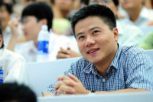 GS Ngô Bảo Châu trò chuyện trong Hội sách mùa thu