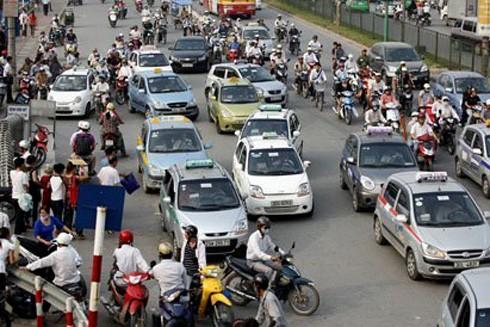 """Hà Nội """"ngạt thở"""" với 3.000 taxi ngoại tỉnh ảnh 1"""