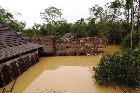 Trong ngày 16-10, nước rút rất chậm, nhiều khu vực ở Hà Tĩnh vẫn ngập sâu