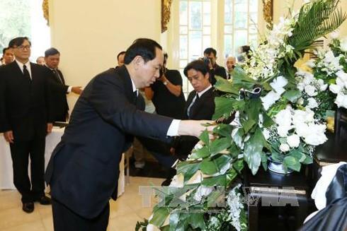 Chủ tịch nước Trần Đại Quang viếng Nhà vua Thái Lan Bhumibol Adulyadej ảnh 1