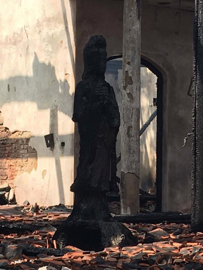Di tích tan hoang sau đêm hỏa hoạn ảnh 2