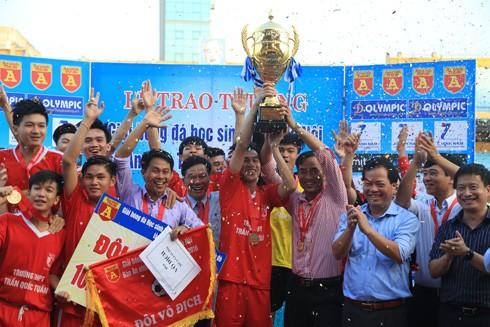 THPT Trần Quốc Tuấn đăng quang 3 lần trên sân Hàng Đẫy ảnh 1