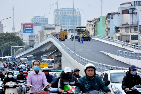 Chuẩn bị thông xe cầu vượt Ô Đống Mác - Nguyễn Khoái