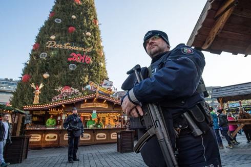 Cảnh sát Đức thắt chặt an ninh tại một khu chợ Giáng sinh ở thành phố Dortmund
