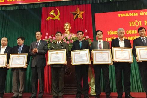 Công an Hà Nội là một trong các tập thể được Thành ủy Hà Nội trao tặng Bằng khen