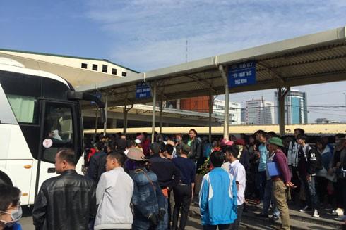 Bến Mỹ Đình tắc nghẽn vì 100 nhà xe không nhận khách: Sẽ bỏ tuyến nếu doanh nghiệp gây áp lực ảnh 1