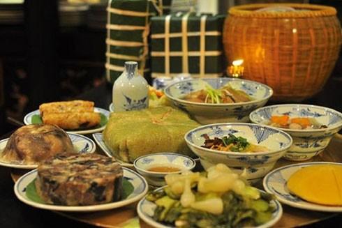 Du khách nước ngoài vào bếp Việt