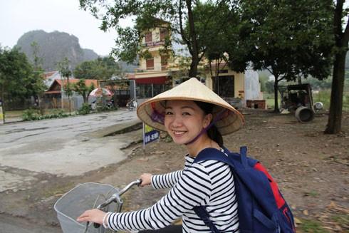 """Cô gái Nhật mang tình yêu vào """"Con đường Việt"""""""