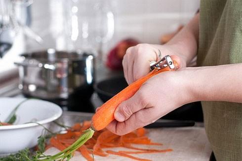 Ăn cà rốt, dưa chuột chớ nên gọt vỏ