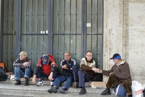 Nghịch lý nghèo đói ở thành viên G7 ảnh 1
