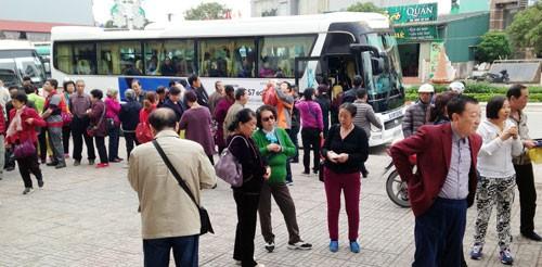 """Đằng sau """"Tour 0 đồng"""" của du khách Trung Quốc: Kiếm lãi bằng cách nào? ảnh 1"""