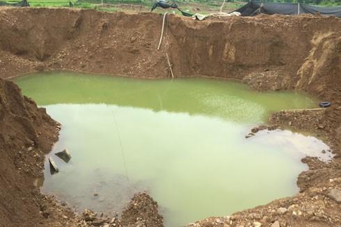 Những thửa ruộng bị băm vằm thành đại công trường khai thác vàng tại xã Mỵ Hòa