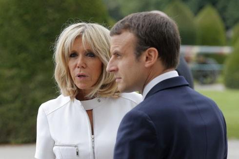 """Người Pháp tranh cãi về """"Đệ nhất phu nhân"""" ảnh 1"""