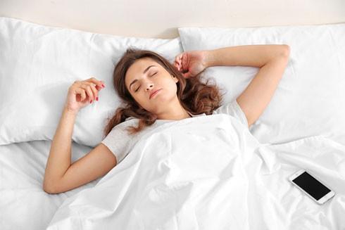 Lợi ích của việc ngủ sớm và dậy sớm ảnh 1
