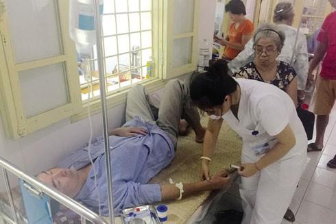 """Bệnh viện công đang """"chảy máu"""" chất xám ảnh 1"""