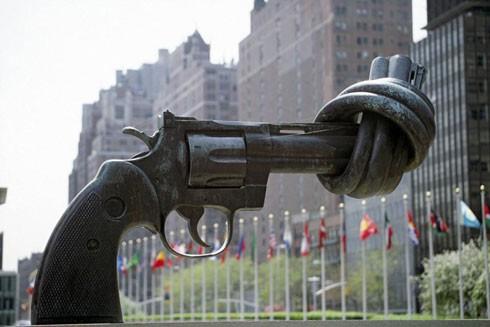 Biểu tượng phi bạo lực tại trụ sở Liên hợp quốc