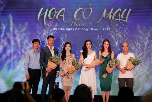 """Đạo diễn Lưu Trọng Ninh cùng dàn diễn viên """"Hoa cỏ may"""" phần 3 trong ngày ra mắt"""