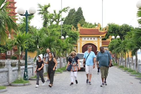 """Ưu điểm của """"Tuyến du lịch vàng"""" là du khách có thể ở lại điểm đến bao lâu tùy thích và có hướng dẫn viên. Ảnh: Lam Thanh"""
