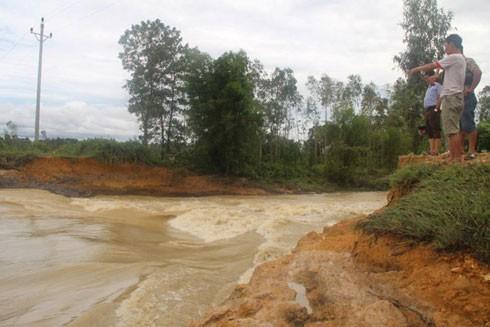 Sạt đất do áp thấp nhiệt đới, tuyến Hà Nội - Lào Cai không tổ chức chạy tàu