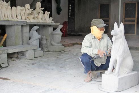 Nghệ nhân làng đá Ninh Vân (Hoa Lư, Ninh Bình)