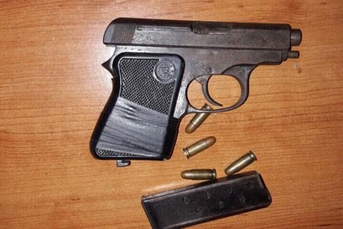 Khẩu súng và đạn cơ quan công an thu giữ của Lâm