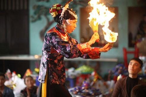 """Không phải ngẫu nhiên mà UNESCO đã công nhận """"Thực hành tín ngưỡng thờ Mẫu Tam Phủ của người Việt"""" là di sản văn hóa phi vật thể của nhân loại. Ảnh: ĐOÀN KỲ THANH"""