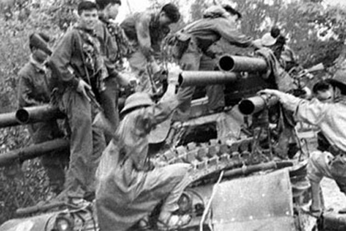Quân giải phóng trên đường vào Huế trong cuộc Tổng tiến công và nổi dậy Xuân Mậu Thân 1968