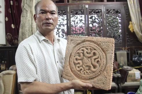 Ông Trần Văn Hinh và một hiện vật đất nung quý hiếm