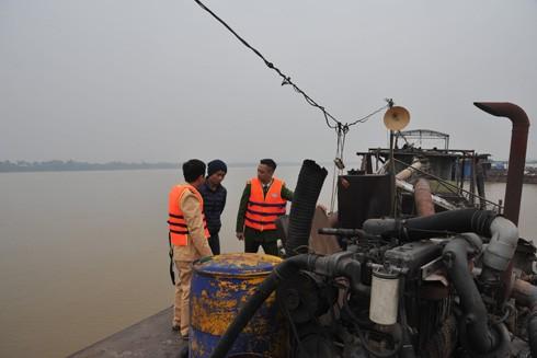 Lực lượng Cảnh sát đường thủy bắt giữ các phương tiện khai thác cát trái phép