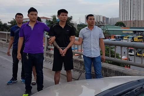 Cơ quan CSĐT thực nghiệm hiện trường vụ cướp trên Đại lộ Thăng Long