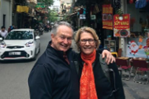 Du khách Gail Andrews và Richard Marchase (Mỹ)