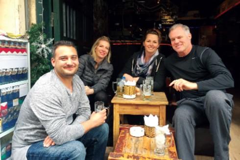 Nhóm du khách Mike, Codi, Joni và Warren (Mỹ)